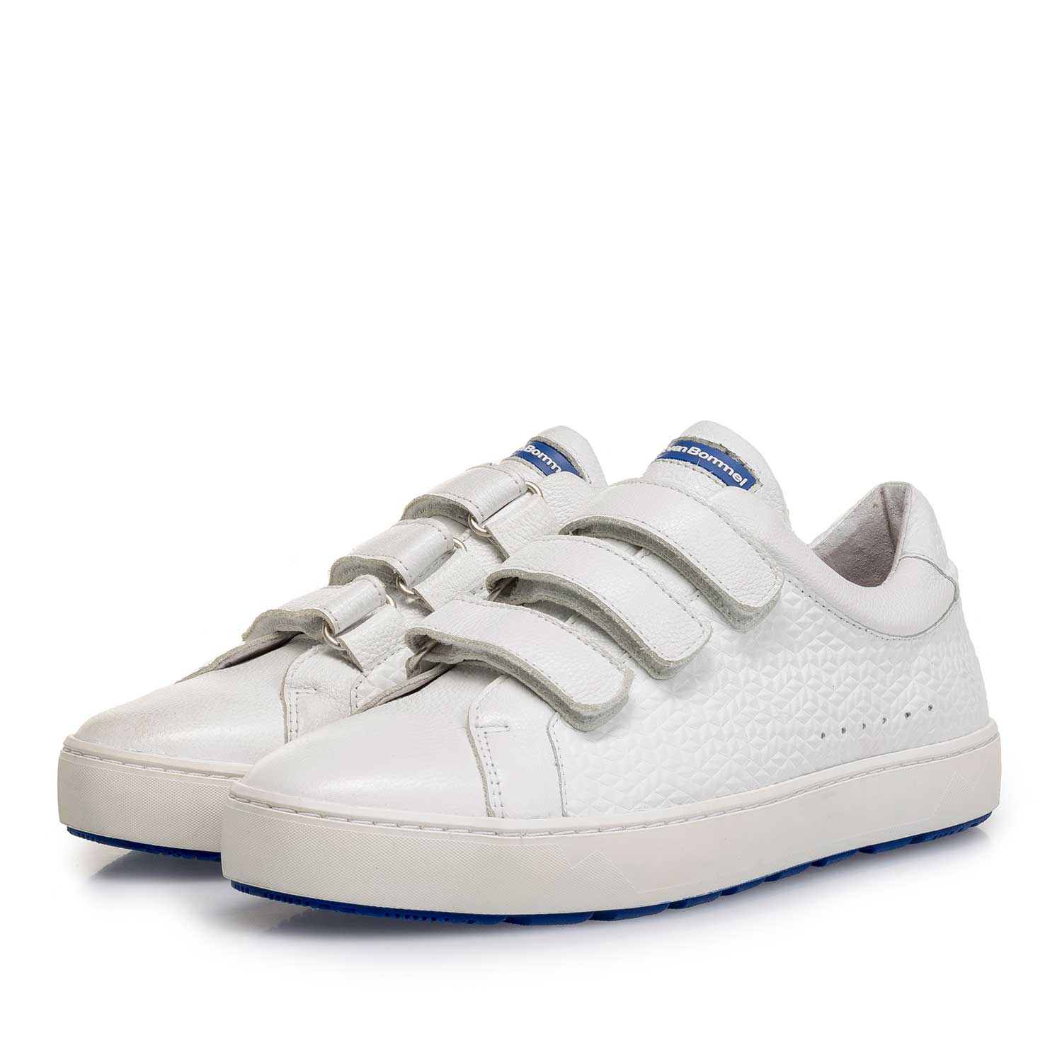 85273/17 - White slightly structured leather sneaker