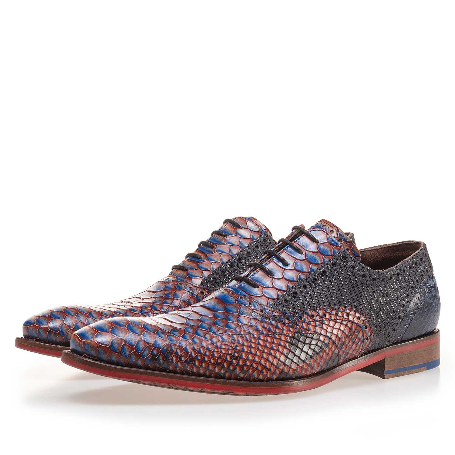 19104/08 - Calf's leather lace shoe with a snake print