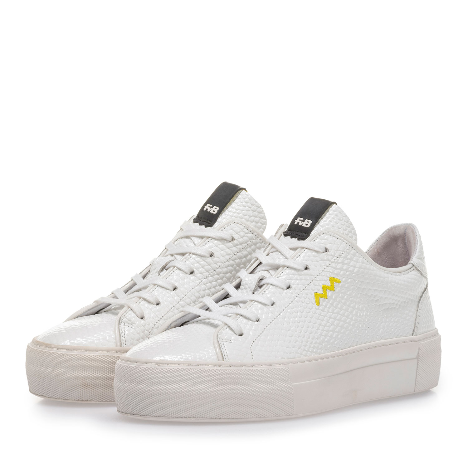 85297/06 - White leather sneaker with fine structure