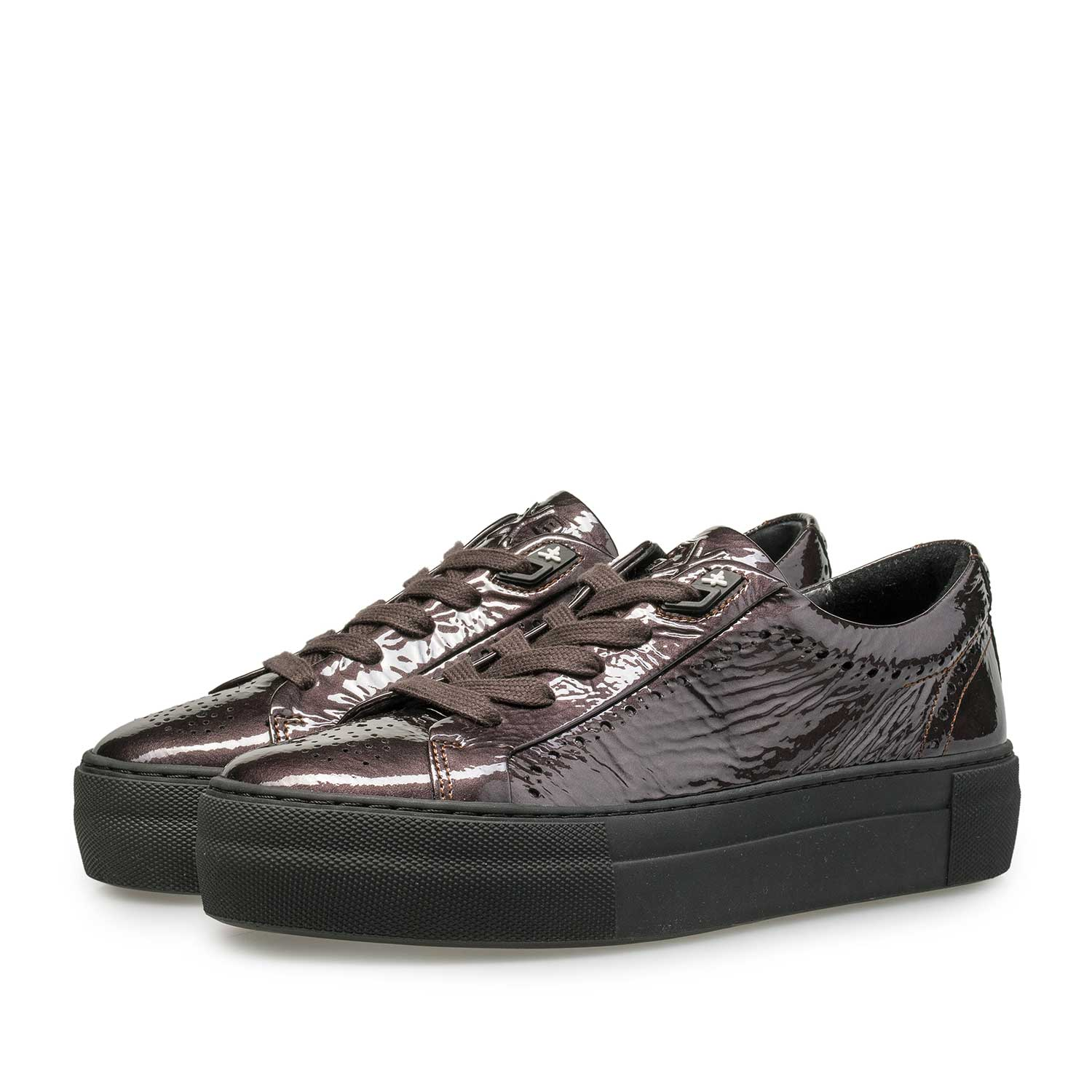 85253/03 - Burgundy red & taupe-coloured patent leather sneaker with wrinkle effect