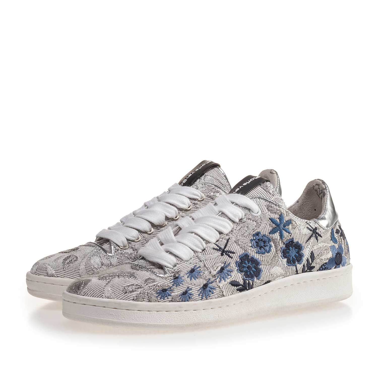 85235/03 - Silver-coloured sneaker with floral embroidery stitching