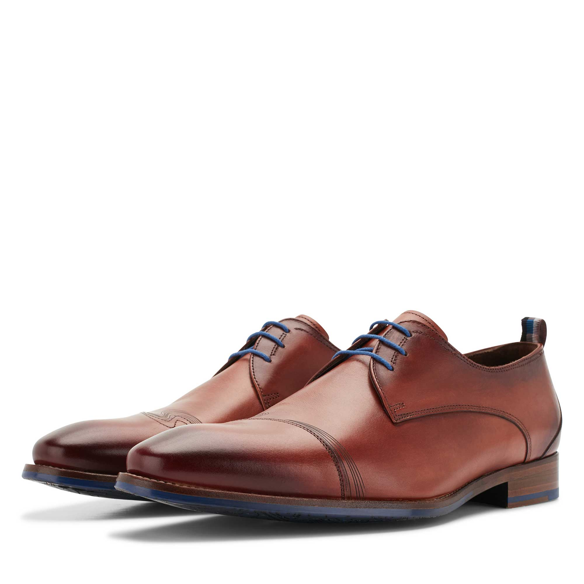 18006/00 - Cognac-coloured leather lace shoe
