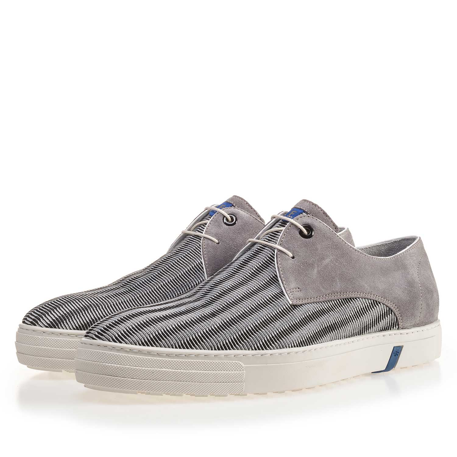 14089/00 - Grey sneaker finished with a mesh relief pattern