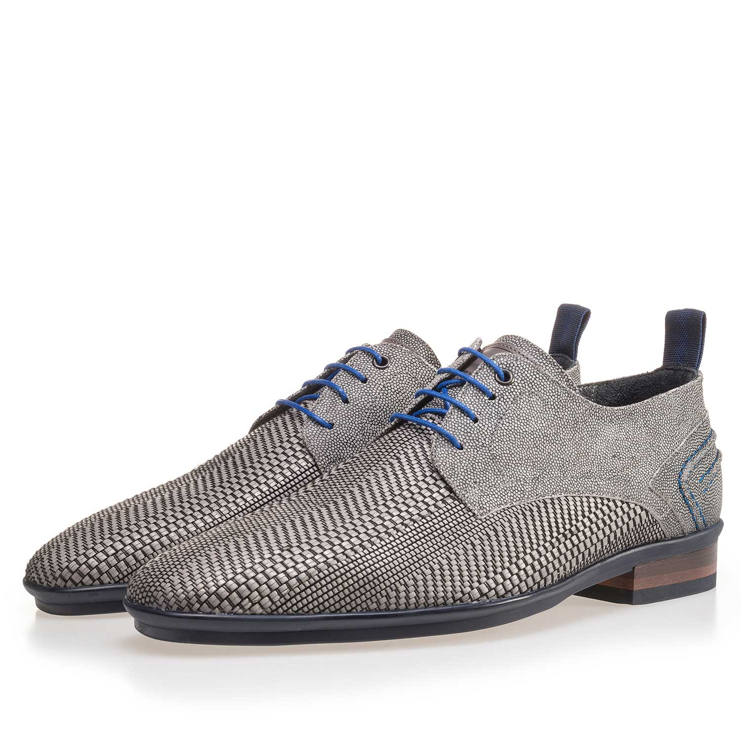 14067/02 - Grey lace shoe made of braided leather