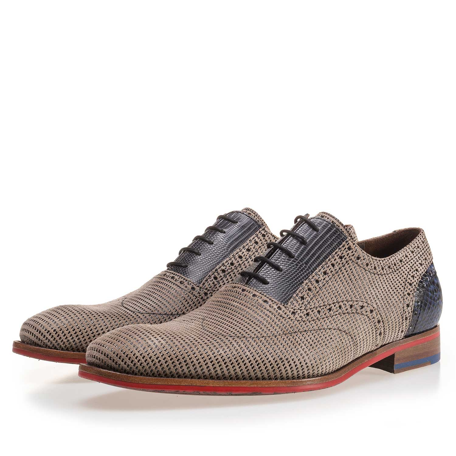 19114/06 - Sand-coloured patterned lace shoe made of suede leather