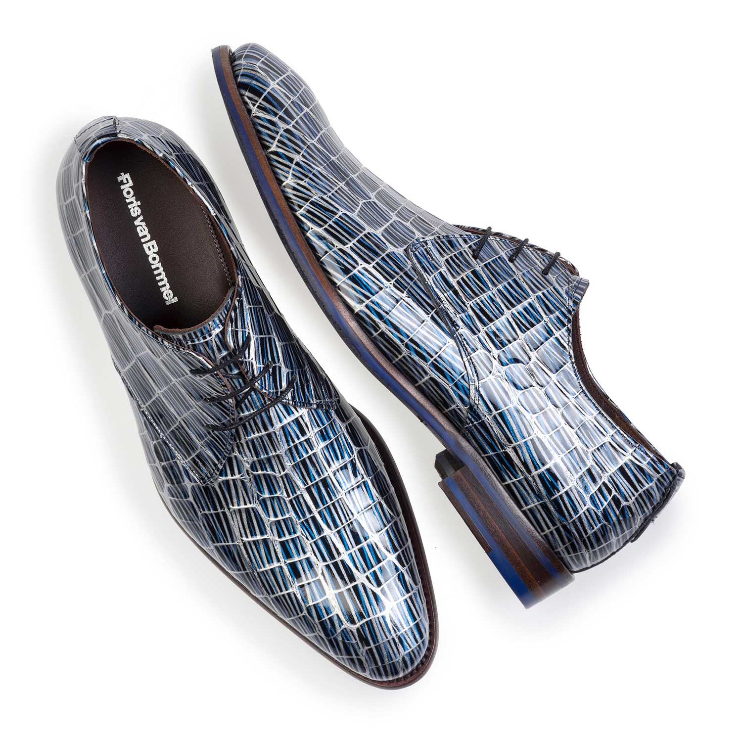 14104/00 - Blue patent leather lace-shoe with print
