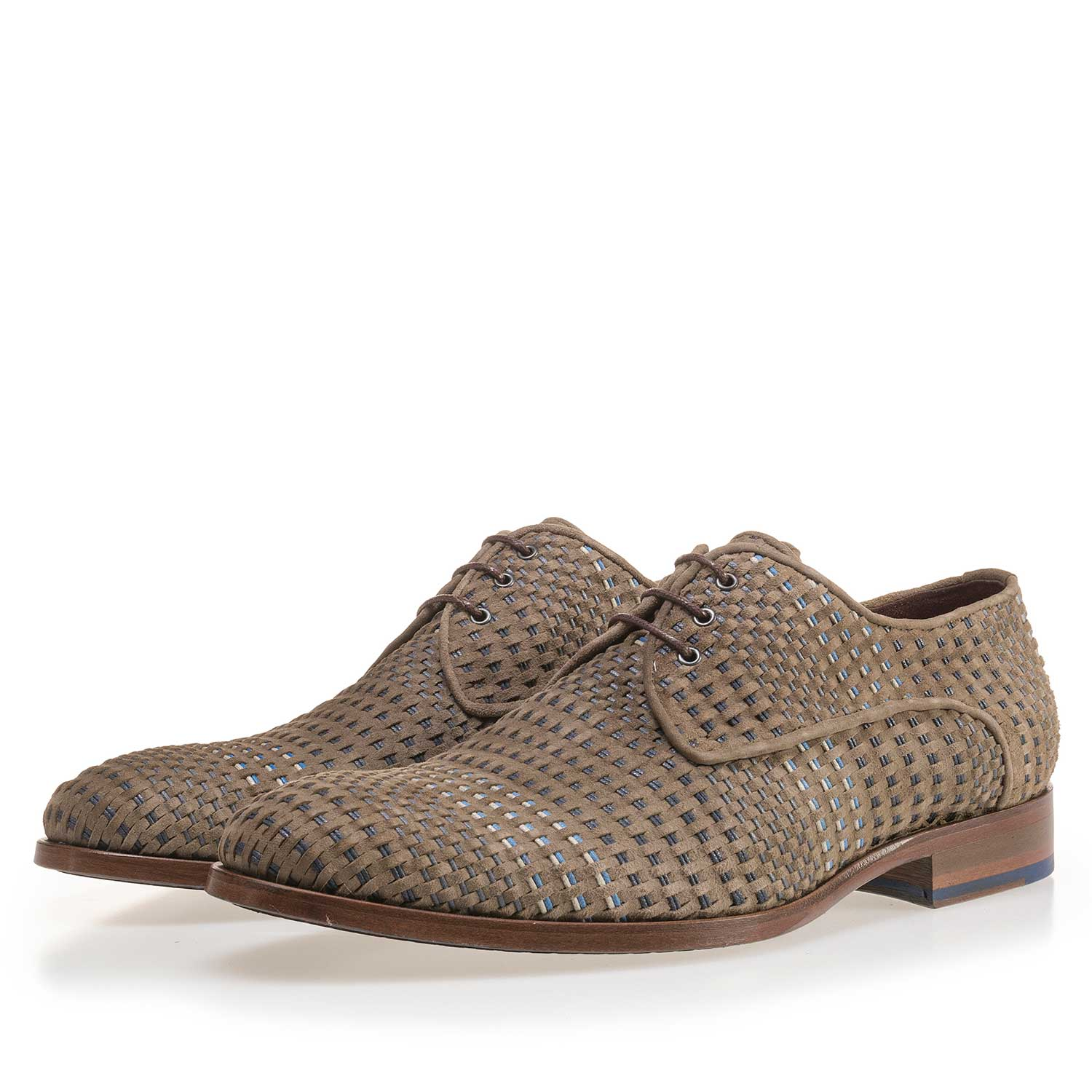 14210/01 - Taupe-coloured lace shoe made of braided leather