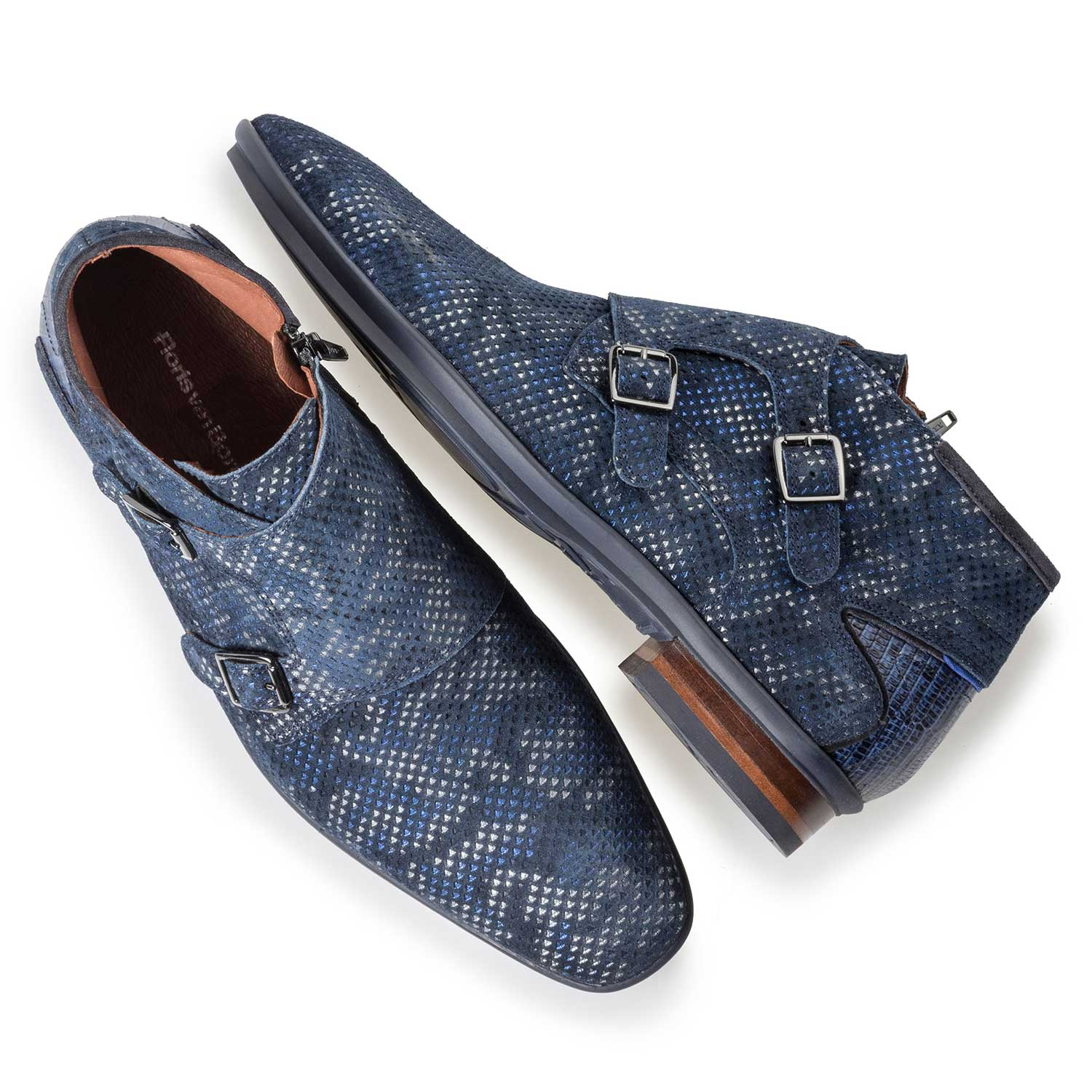 10137/03 - Mid-high patterned buckled shoe