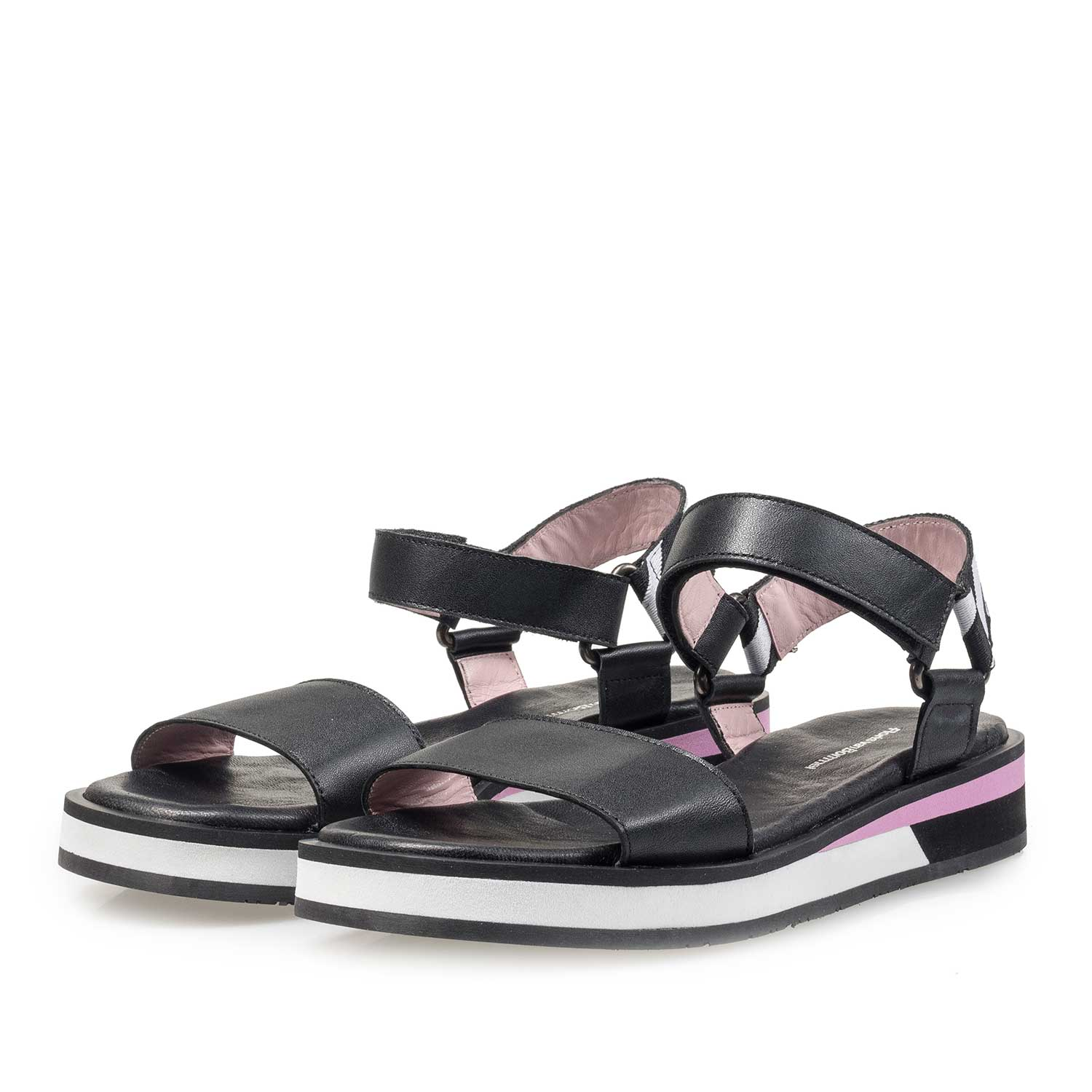 85922/00 - Flat black leather sandal