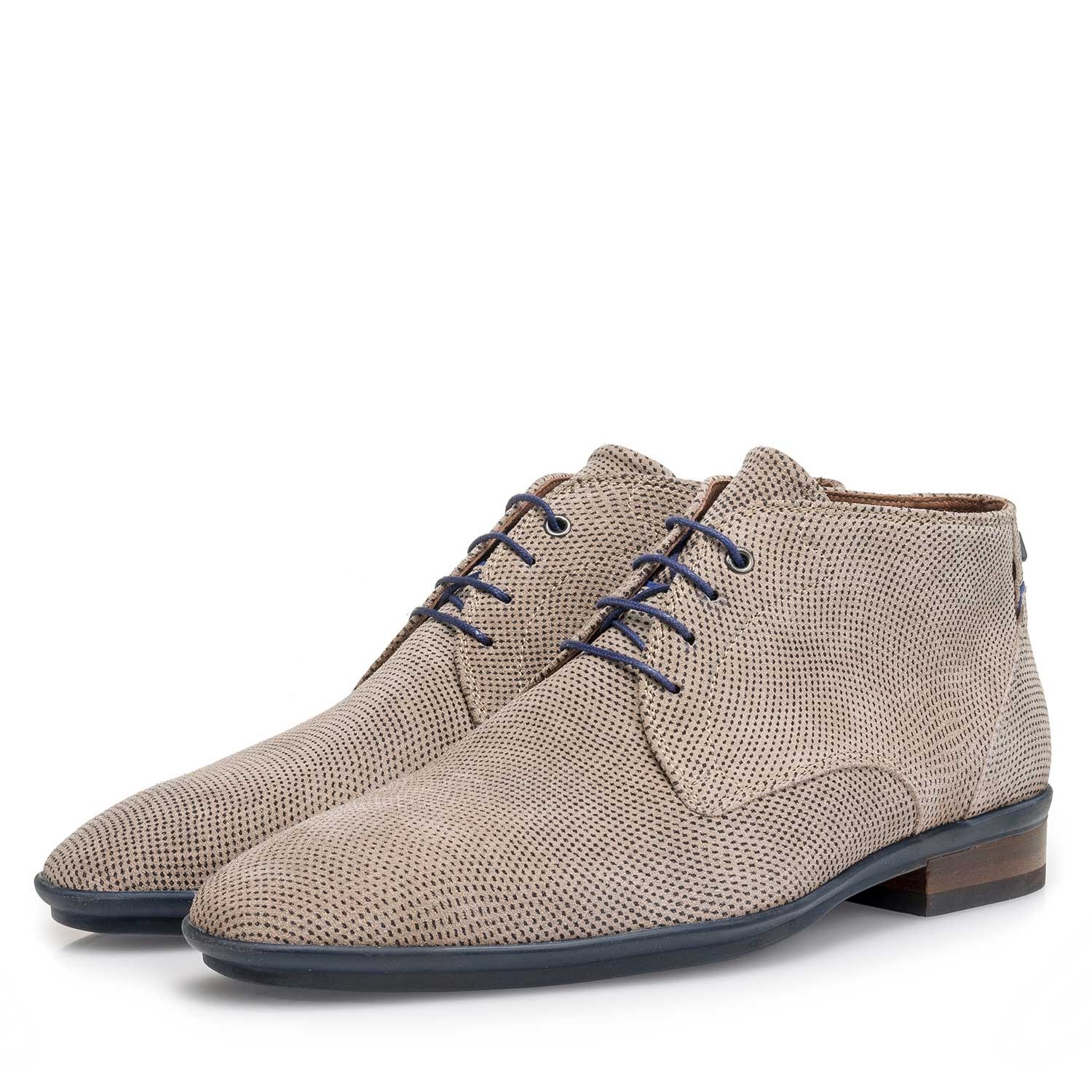 10475/19 - Light taupe-coloured suede leather lace shoe with a pattern