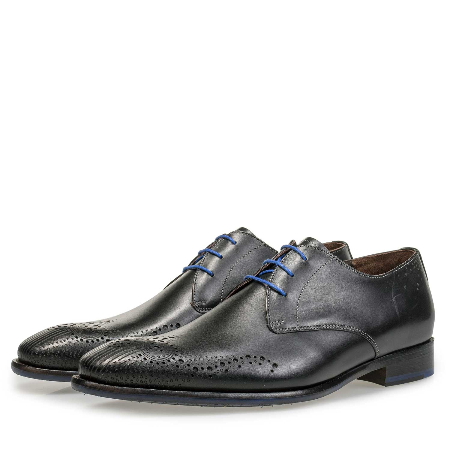 18075/03 - Black brogue lace shoe made of calf's leather