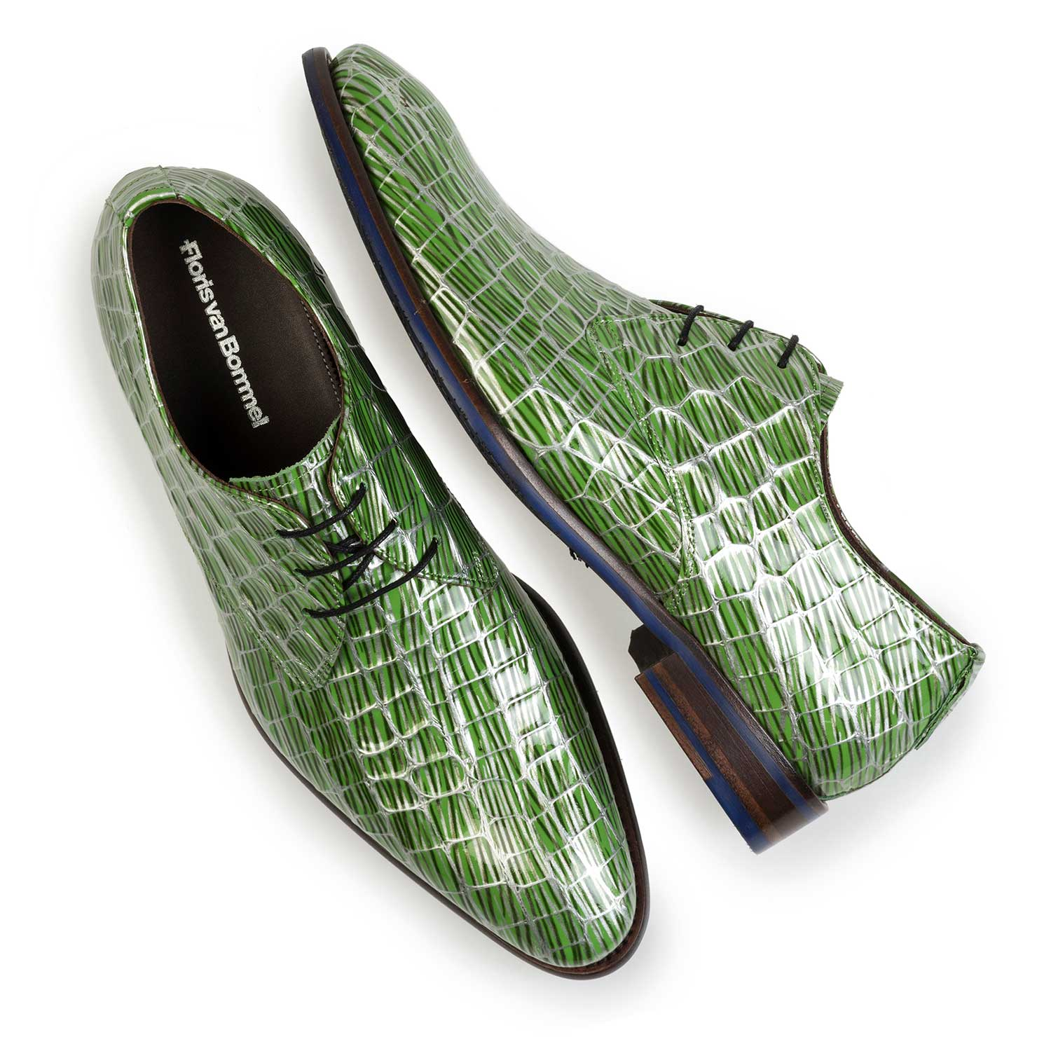 14104/04 - Green patent leather lace shoe with print